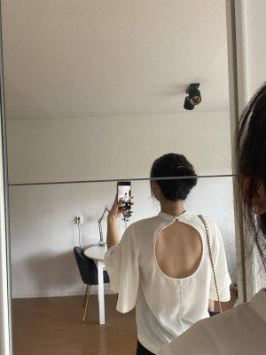 Weiße Bluse mit kreisförmigen Rückenausschnitt