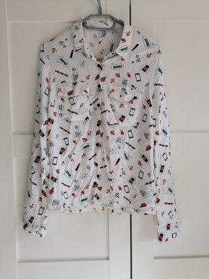 Weiße Bluse mit Muster und Schlitz