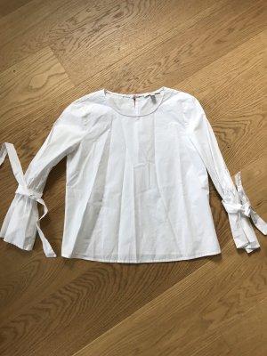 Weiße Bluse mit Schlaufen