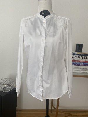 Weiße Bluse mit Schleife