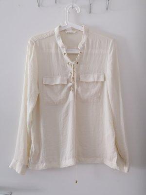 weiße Bluse mit Schnürung