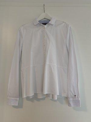Weiße Bluse mit Schößchen