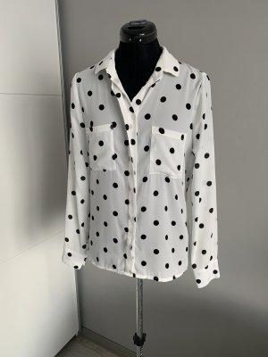 weiße Bluse mit schwarzen Punkten