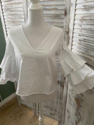 weiße Bluse mit Trompetenärmel