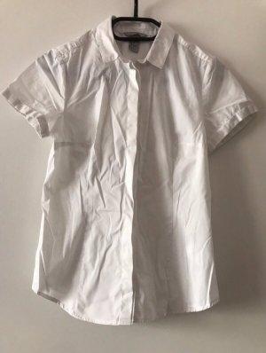 Weiße Bluse mit versteckter Knopfleiste