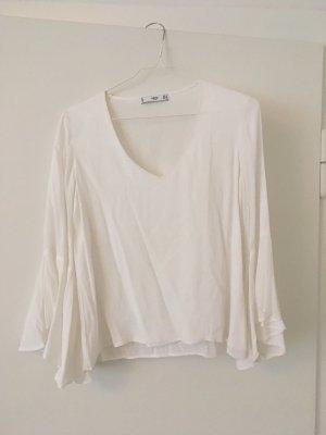 Weiße Bluse mit Volantärmel