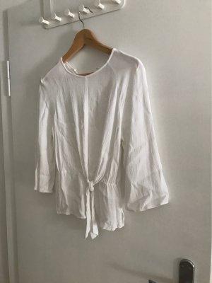 Weiße Bluse mit Zierknoten