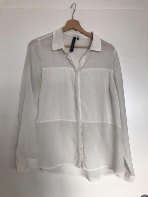 Weiße Bluse, teilweise transparent