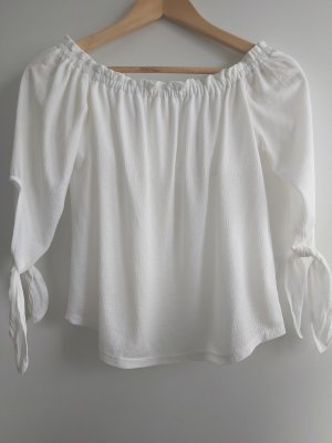 Weiße Bluse von Pull&Bear mit Ärmel zum Binden; off-shoulder