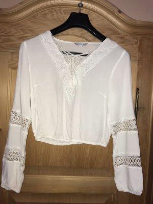 Weiße Bluse zum Schnüren