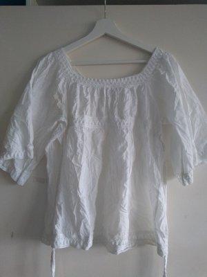weiße Boho-Bluse mit Bindegürtel
