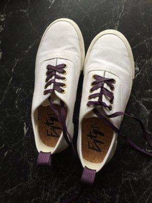 Weiße Canvas Plateau Sneaker von Eytys mit lila Details und Korkbett
