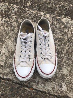 Weiße Converse