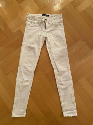 Weiße Damen Skinny Jean mit destroyed Details
