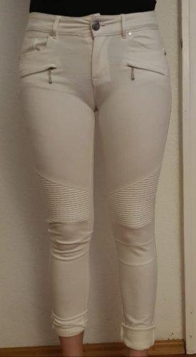 Weiße enge Stoffhose