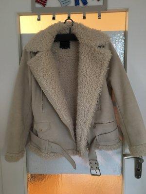 Weiße Felljacke von Zara
