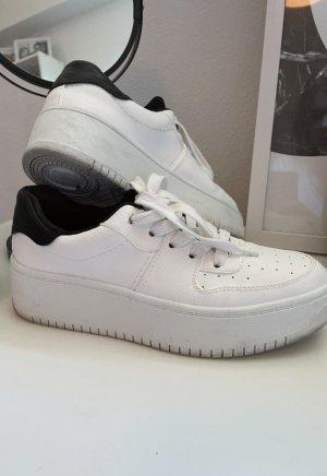 Weiße H&M Sneaker