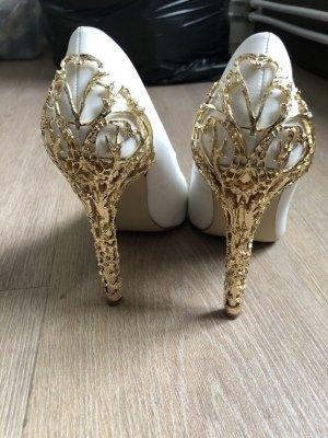 Weiße Heels mit goldenem Hingucker!