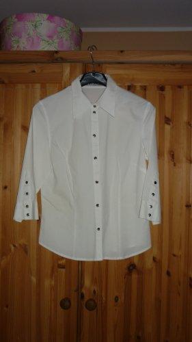 weiße Hemdbluse mit Nietenknöpfe
