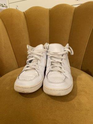 Weiße hohe Nike