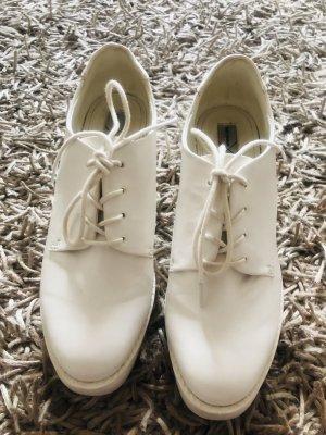 Weisse hohe Schuhe