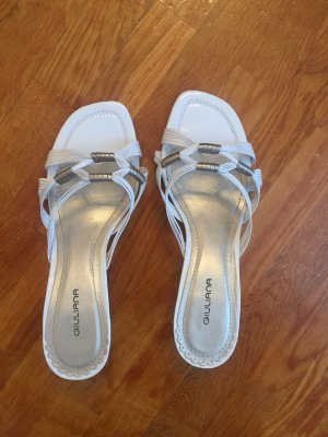 Strapped pumps white