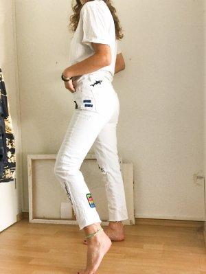 Weiße Hose mit patches