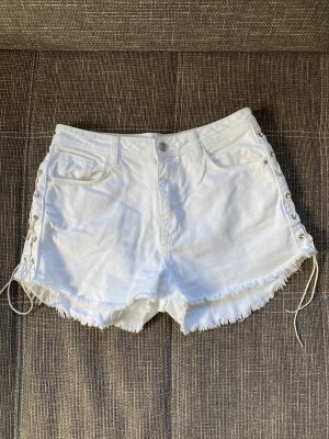 Weiße Hotpants mit Schnürung