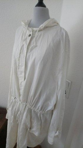 weiße Jacke mit Kapute Größe 44 - 46