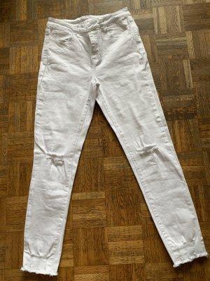 Weiße Jeans im destroyed Look