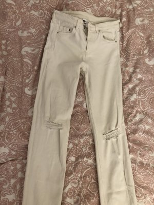 weiße Jeans mit Löchern