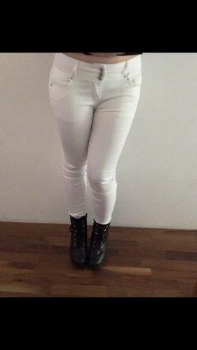 Weiße Jeans mit Pushup Effekt