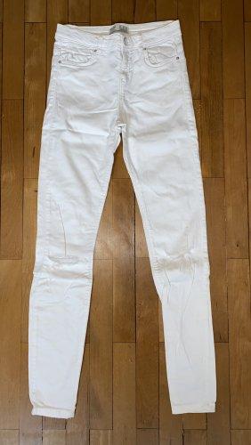 Weiße Jeans mit Reißverschluss Details