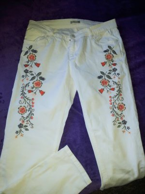 Weiße Jeans mit Stickerei