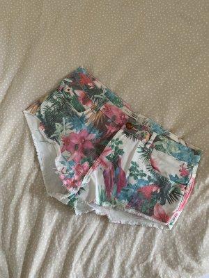 Weiße Jeans-Shorts mit buntem Print