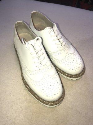 Weiße Kunstleder Schuhe