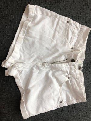 Weiße kurze Hose!