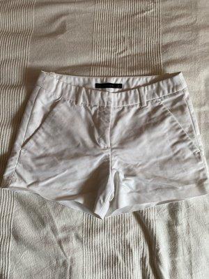 Weiße kurze Stoffhose