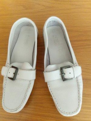 weiße Leder-Mokkasins