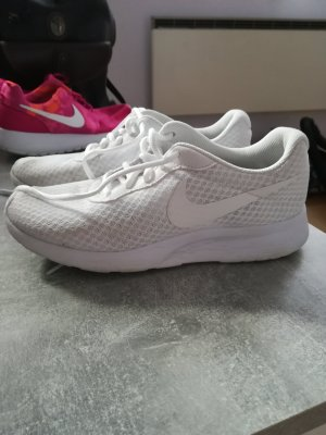 weiße Nike