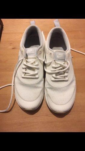 Weiße Nike AIR MAX THEA