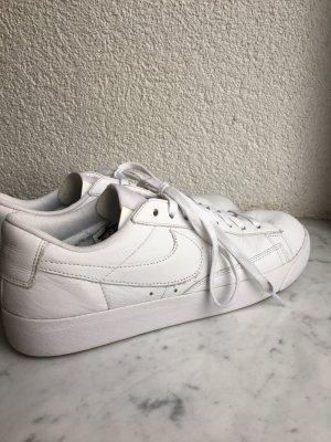 Weiße Nike Blazer Schuhe