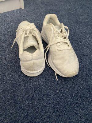 Weiße Nike's