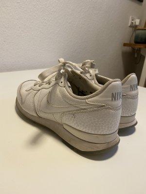 weiße Nike-Sneaker in Größe 40