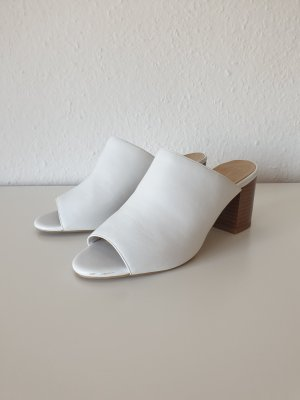Weiße Pantoletten mit Absatz (New Look)