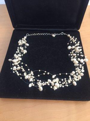Weiße Perlenhalskette