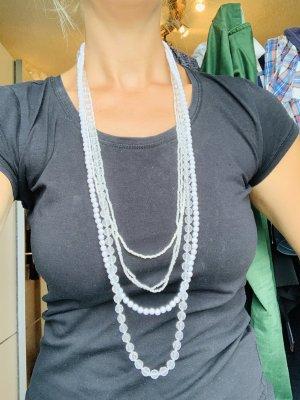Weiße Perlenketten