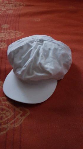 weiße Schirmkappe