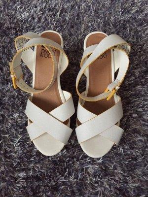 Weiße Schuhe mit Keilabsatz von Even&Odd