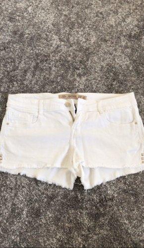 Weiße Short mit Nieten